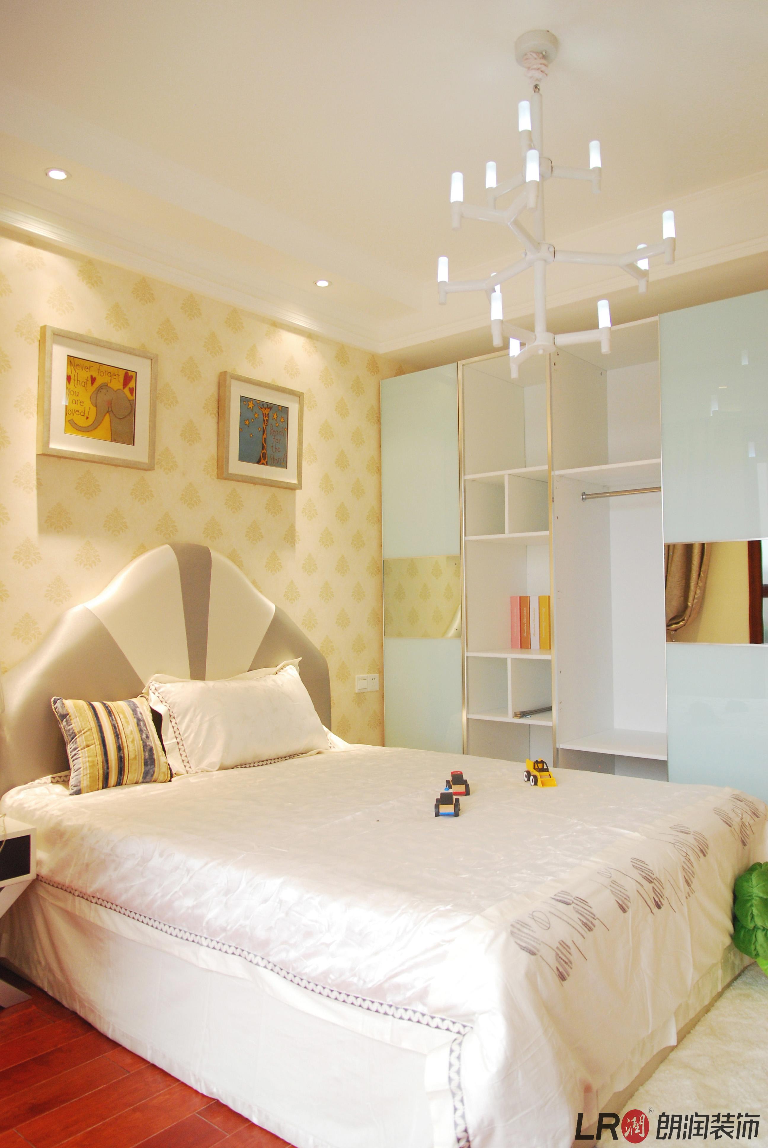 欧式 80 四居 收纳 小字 温馨 舒适 卧室图片来自朗润装饰工程有限公司在君汇上品-欧式的分享