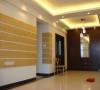 设计理念:整个客厅背景以浅色调为主,很好的搭配了业主深色的家私。 亮点:客厅的储物柜和屏风用了红胡桃木的颜色,其中屏风最为突出的是两个圆形的造型,体现出业主思想比较时尚现代。
