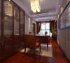 书房陈列了居住收藏的字画,墙面上陈列了居住得意之作古朴