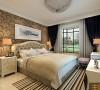 亮色的大地砖增加了居室的通透性,配上带花纹的壁纸让卧室更具温馨气息。
