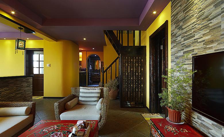 客厅图片来自家装大管家在最炫民族风 156平混搭中式居的分享