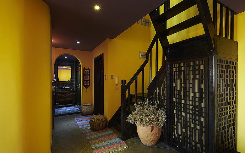 楼梯图片来自家装大管家在最炫民族风 156平混搭中式居的分享
