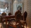 沙发背景的实木雕刻做法,加入了生活气息,并实现了隐形门的效果,改善了原来房型沙发墙过短的缺点;厨房的设计中,采用中西厨分离的做法,保证了功能使用,增加了餐厅与厨房的互动;