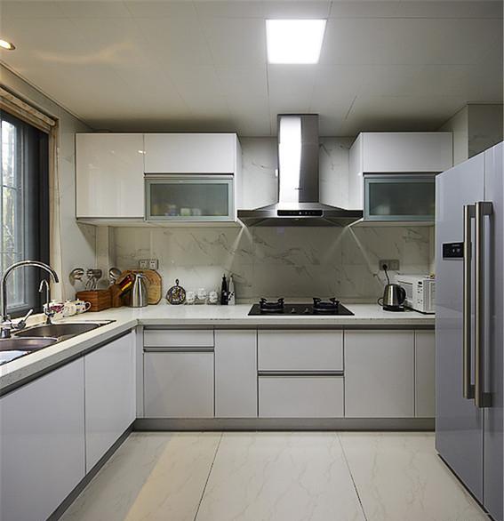 现代 三居 白领 厨房图片来自家装大管家在8万装100平现代三居 简约不简单的分享
