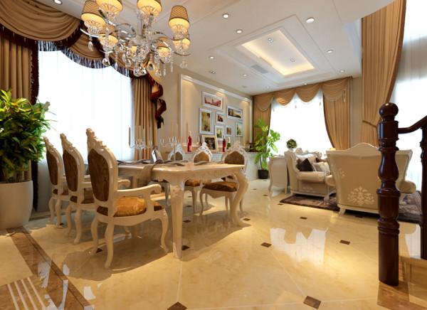 餐厅与客厅遥遥相望,与客厅的优雅大气相比,餐厅显现出精工雕琢的奢华之美。