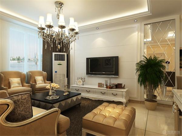 电视柜是白色欧式柜体,在电视柜的一边放了绿色植物,沙发用的是米黄色布艺欧式沙发,沙发背景墙挂了两幅挂画