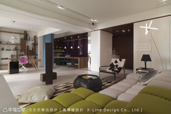 依其生活机能的变化恣意组合点、线、面,视线从客厅、餐厅穿透到书房,空间饶富层次与穿透感。