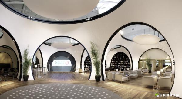 CIP休息室内的每一个模块设计都有其独特的功能。这里分别有休息室、餐厅、茶园、图书馆、电影院等等,每一个空间都可以为游客带来非凡的体验。