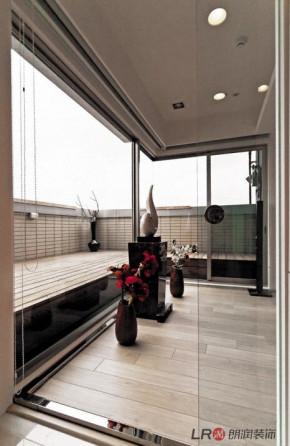 现代 简约 80后 白领 三居 温馨 阳台图片来自朗润装饰工程有限公司在傲城4号楼F2户型—现代的分享