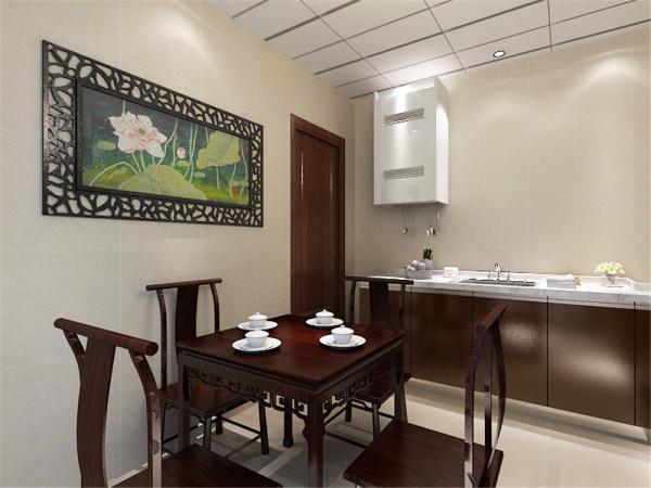 新中式风格诞生于中国传统文化复兴的新时期。本案中吊顶为方方正正的异型顶。阳台用的是铝扣板,在阳台布置了茶桌椅子。客厅中从壁纸的选择和布局都充满了新中式的风格特点