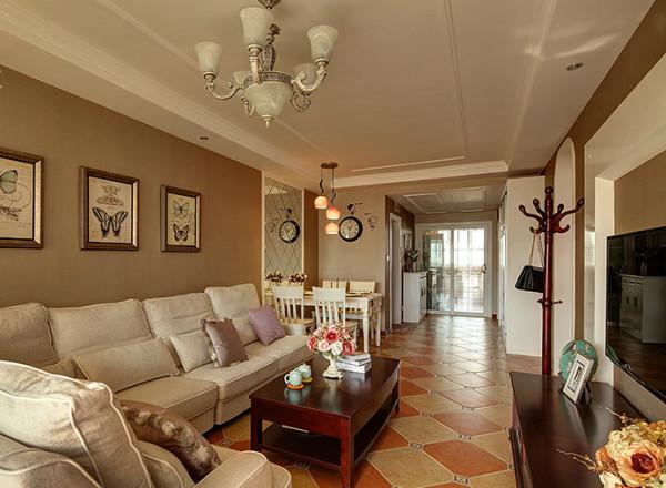 麻布的沙发布艺无疑是对田园风格的最好解释,整体墙面大胆采用高饱和的暖灰色调为主,加上布艺窗帘沙发等配饰的点缀,使整个空间内容一下子变得丰富起来,