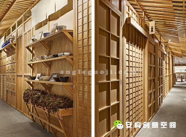 设计希望给客人仿佛走在日本古代街道上的感受。药房,窗户,门,屋顶等要素都真实却又全新的展示给人们。小建筑不仅是餐厅重要的装饰元素,也承担了卫生间和仓库的功能。