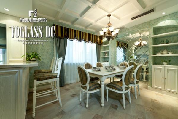 结合业主的居住习惯,张萍给房子划分为以下几个功能性区域:一层为客厅和餐厅,二层是儿童房和老人房