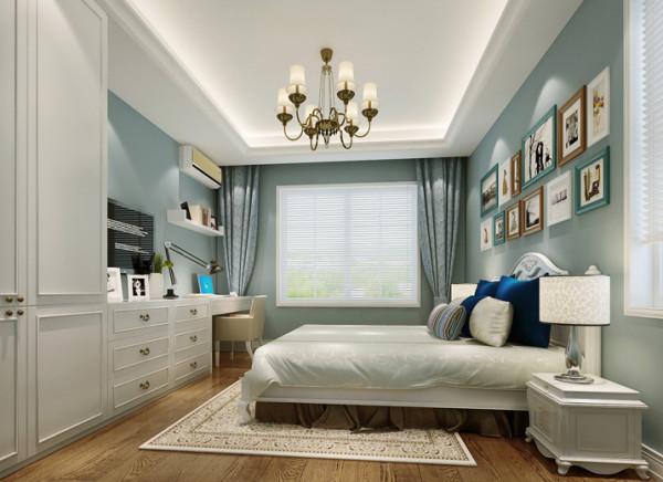 此空间为业主儿子所使用, 设计师在墙面的色彩上与其他空间做了个区别,在满足基本睡觉、学习功能基础上,设计尽可能多的收纳储物空间,五斗柜与写字桌连为一体,与衣柜结合,在视觉上更整体,美观,错落有致。