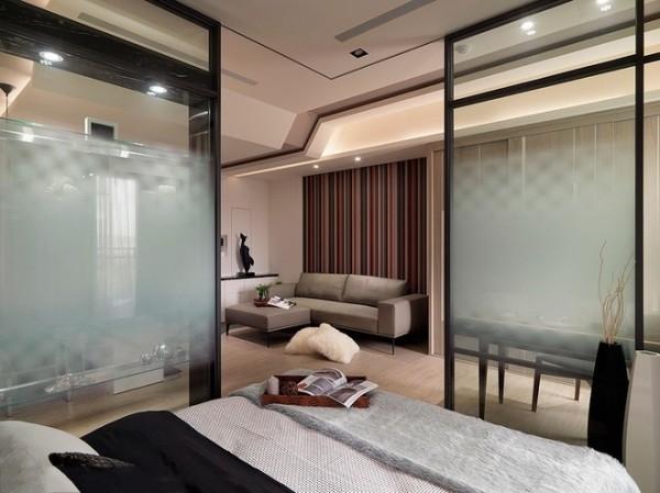 卧室看向客厅