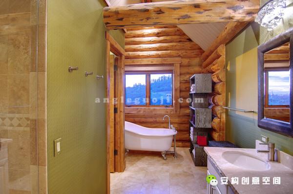 通过嵌入式的宽敞的步入式衣柜,就来到了浴室里,浴室里有淋浴喷头还带着毛巾加热设备。穿过阁楼可以到达侧卧,这里有一个大浴缸,躺在这里,对面Emerald Mt的美景尽收眼底。
