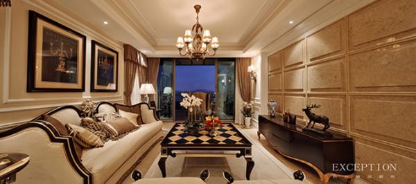 米白与黑色交织而成的空间,让整个客厅显得整齐划一、明朗宽敞,恰如其分的金色穿插其间,给人留下奢华的印象。