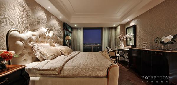 主卧大床与客厅沙发简直有异曲同工之妙,采用相同的材质同时略有差异的工艺,达到形异神似的搭配效果,让人着迷于似曾相识的美感。