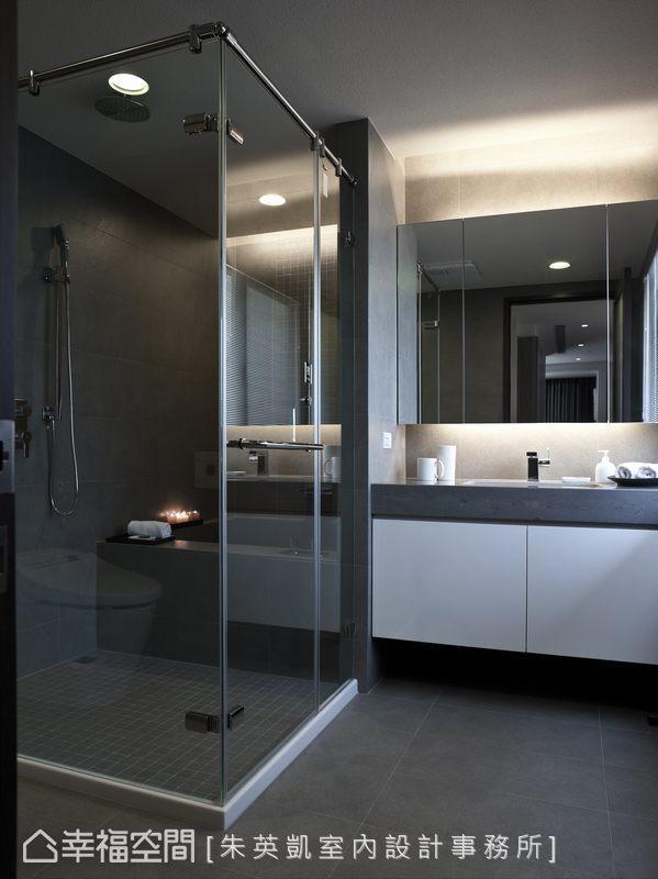 将淋浴与汤屋一同规划,干湿两区彻底分隔。