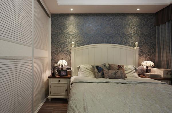 白色简单家具,卧室主要变现简单温馨的感觉!