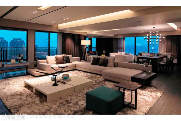 在内部空间上,功能、舒适与便利性是基本的需求;而灯具、家俬配置及光线的引用,更是设计者所重视的。