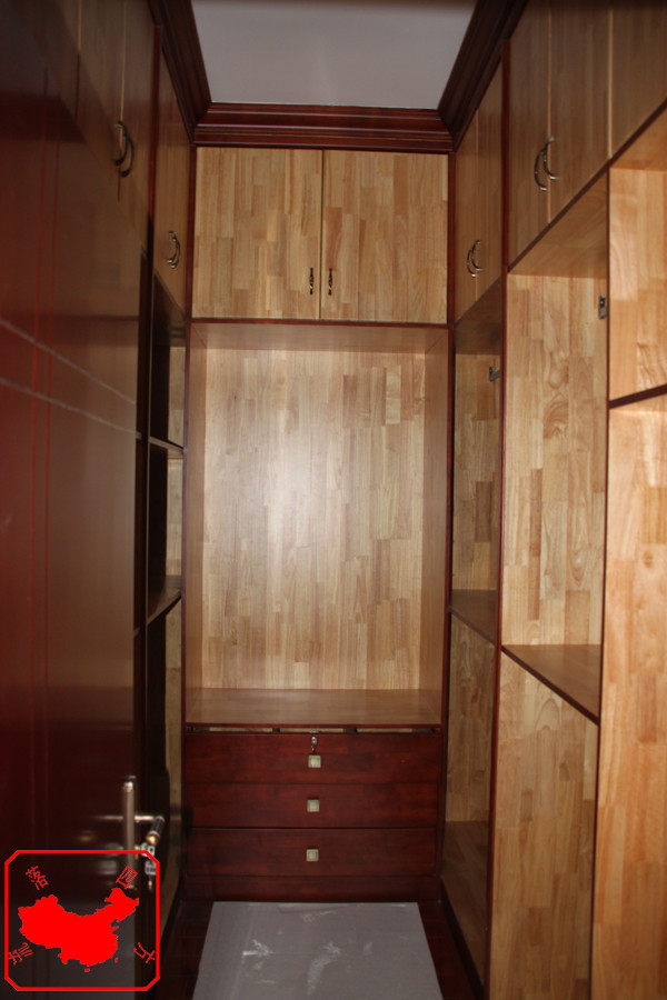 农大家属院200平中式案例 主卧实木衣柜