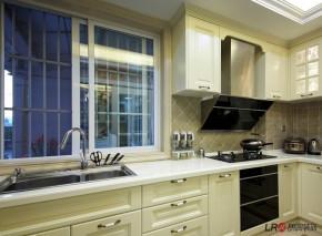 现代 85后 三居 温馨 舒适 厨房图片来自朗润装饰工程有限公司在保利贝森公馆一期-6-B户型-现代的分享