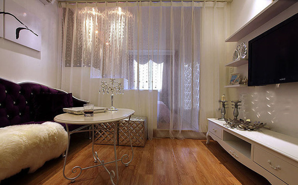 还在两边安装了清透的窗帘,美美哒!