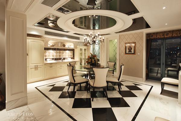 餐厅硬装已然确定了黑白基调,软装只需顺势配合,透明的玻璃圆桌令空间更为通透,为了给简单的空间增添一些韵味,设计师在一侧墙面挂上一幅素雅挂画--清代珐琅鎏金盖罐,为餐厅平添一丝古韵古香。
