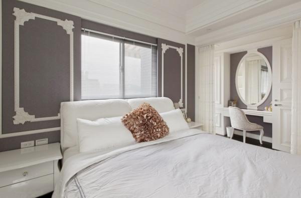 以帘子作为隔断,划分了卧室与化妆间及试衣间的区域。