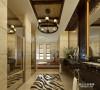 个性大理石瓷砖,方形镜的使用,使空间看起来更加开阔