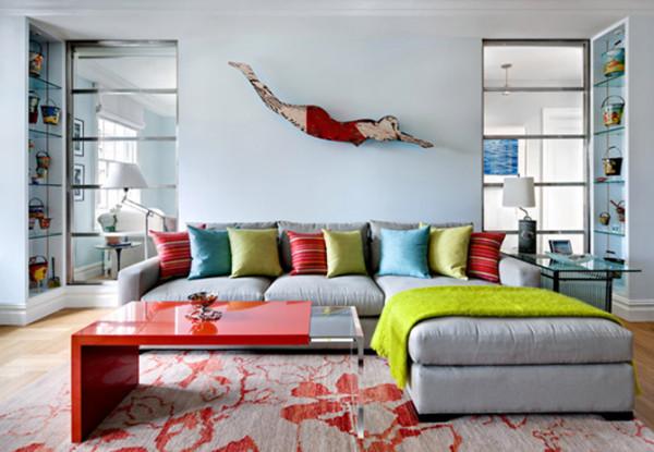 """所以即便是丈夫过世,她搬家到曼哈顿这所公寓,她仍对设计师要求,我希望家里呈现战前都市风格,但是那些海洋主题的藏品仍要保留,""""微风角""""的大部分家具也继续使用。"""