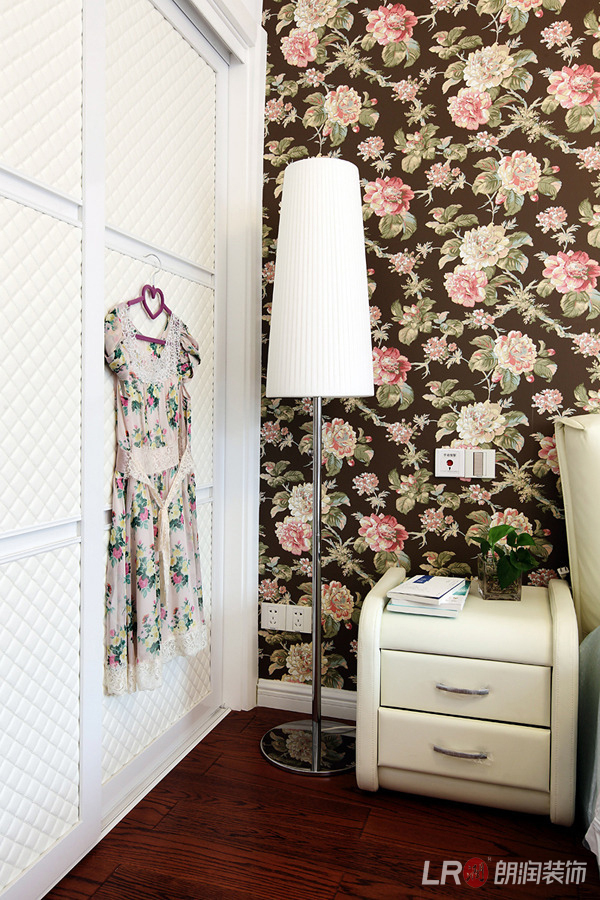 现代 白领 三居 85后 卧室图片来自朗润装饰工程有限公司在保利花园-现代的分享
