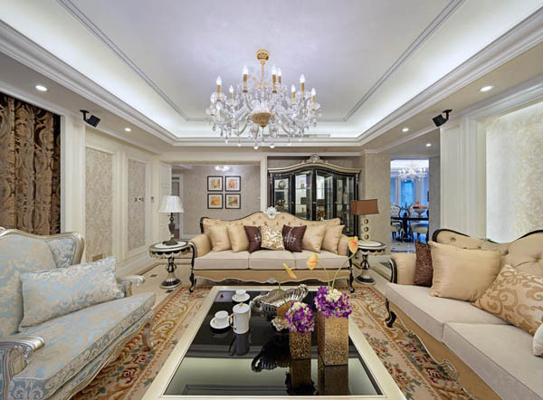 客厅设计要点:时尚、高贵 欧式风格强调以华丽的装饰、浓烈的色彩、精美的造型达到雍容华贵的装饰效果。 欧式客厅顶部喜用大型灯池,并用华丽的枝形吊灯营造气氛。