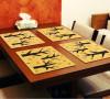 木图案的餐垫,特别自然,好温馨的感觉。