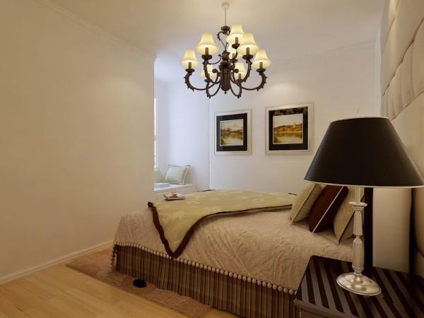 卧室:主要是以欧式白色石膏板,欧式壁纸和软包为床头背景墙,嵌入式的半通衣柜。这样的搭配是为了使整个家看起来更加的温馨明亮。