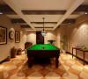 生活的情趣不仅仅在于居住环境的打造,也关乎休闲空间的设计。主人酷爱桌球,闲置的地下室摇身一变成为最富情调的桌球室。方木、陶罐、风景挂饰、魔旧地砖...诸多田园元素的介入,让空间的氛围为之一轻。