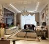 电视背景墙用石膏板作出划分,用了瓷砖,茶镜,雕花修饰,比较上档次,而且注重对称的美感;