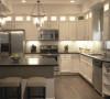 灶台的高度,灶台和水池的距离,冰箱和灶台的距离,择菜、切菜、炒菜、熟菜都有各自的空间,橱柜要设计抽屉;三要有情趣:对于现代家庭来说,厨房不仅是烹饪的地方,更是家人交流的空间,休闲的舞台。