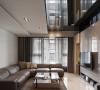 多达三阶的天花板段差,是此案消弭结构梁压迫的手法之一,我们同时将空调、间接照明等必要机能融入其间。