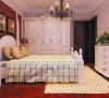 卧室设计: 主卧以木地板铺设,舒适的同时也不忘色彩的搭配,让客户从眼睛到身心都感觉到愉悦。石膏板的线条,加上无纺布的天然纹理,粗犷中带着天然的柔和,网格的床单使空间立马变得清新。