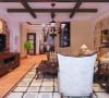 客餐厅设计: 餐厅与客厅形成一定的呼应,风格的统一具有一定的连续性,墙面采用仿红砖壁纸,既不占用空间,又可以作为一个重点风景线,家土的气息充分营造出来。