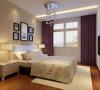"""风水师指出睡在窗口大、朝东或朝西的房间中容易因""""光煞""""导致""""血光之灾""""。因为在朝东或朝西的房间,早上或下午猛烈的阳光会导致卧室内光线过强,刺激神经影响休息,导致失眠,更使人变得不冷静、冲动易怒。"""
