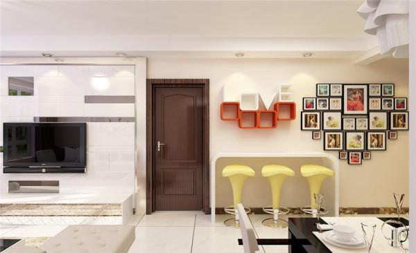 客餐厅主材: 地砖选用不影响配饰风格的抛光砖为主。电视墙采用石膏板和镜面。