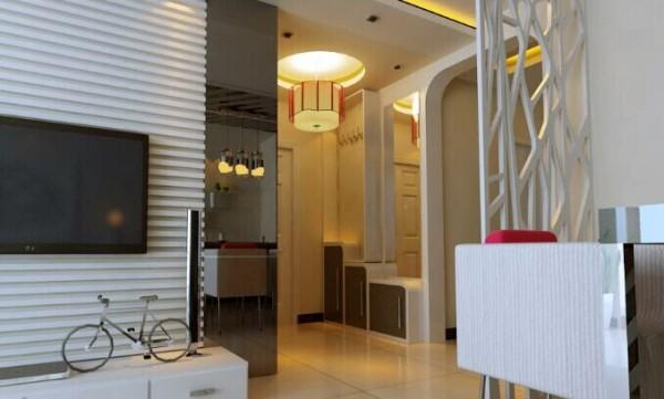 入户门正对着餐厅,设计师运用了艺术花格点缀了整体的空间,使问题解除更能使整体空间有美的增添。