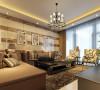 欧式客厅非常需要用家具和软装饰来营造整体效果。深色的橡木或枫木家具,色彩鲜艳的布艺沙发,都是欧式客厅里的主角。还有浪漫的罗马帘,精美的油画,制作精良的雕塑工艺品,都是点染欧式风格不可缺少的元素。