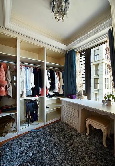 衣帽间图片来自家装大管家在蓝白舒适空间 125平简欧淡雅3居的分享