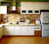 现代厨房从单一的使用场所变成一个多功能的甚至是舒适的房间,厨房与餐厅、客厅相衔接、传统的隔离墙被省略,作为居室中视觉美感的一部分,对其美观整洁度的要求越来越高。