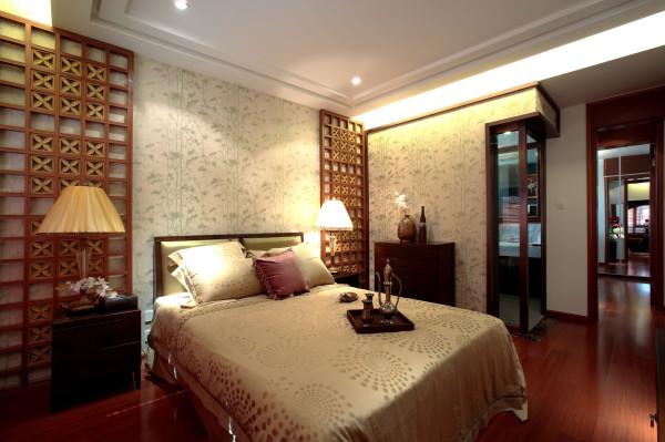 主卧:主卧让客厅的隔断有所延续,让本来窗子的避短通过塌的处理之后变的适用合理