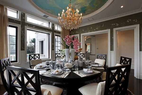 餐厅的设计,温馨干净,明亮宽敞,黑色的餐桌更容易打理和实用。
